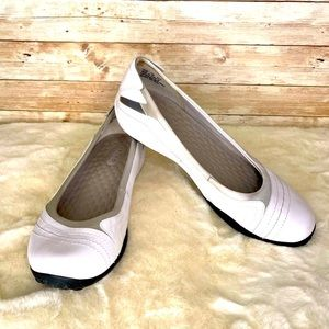 🌸Privo by Clarks White Leather Slip on Flats🌸